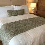 ผ้าปูที่นอนสีขาวลายริ้ว
